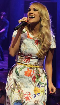 carrie underwood | Tumblr I love her,but I hate how she walks on stage. She looks bow legged sometimes even.