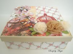 Caixa de mdf decorada com papéis de scrapbook.