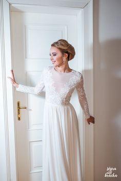 Svatební šaty z tylu s dlouhým rukávem vyšívané kr