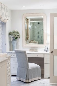 Decorating Tips for a Traditional Bathroom Diy Interior, Luxury Interior Design, Bathroom Interior Design, Diy Bathroom Remodel, Diy Bathroom Decor, Bathroom Renovations, Bathroom Ideas, Bathroom Chair, Master Bathroom