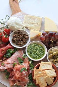 Italiaanse anti pasti plank samenstellen tips van Foodblog Foodinista Yummy Healthy Snacks, Healthy Eating Tips, Yummy Food, Healthy Recipes, Tapas, I Love Food, Good Food, Recipes Appetizers And Snacks, Xmas Food