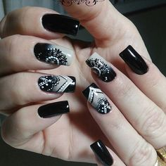 Each country has its own fashion manicure. However, not always manicure bears the name of the country in which it was invented. Pink Manicure, Pink Nails, Glitter Nails, Toe Nails, Black Nail Designs, Nail Art Designs, Nails Design, Mandala Nails, Super Nails