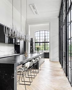 Classic Black Bar Decor – Interior Design Ideas & Home Decorating Inspiration