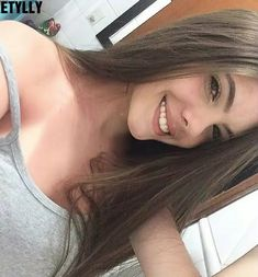 Pin by antonella on Fotos tumbrl Most Beautiful Faces, Beautiful Smile, Story Instagram, Selfie Poses, Celebrity Travel, Girl Inspiration, Brunette Girl, Tumblr Girls, Girl Face