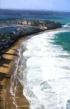 Saint Malo, Bretagne, France Plus Oh The Places You'll Go, Places To Travel, Places To Visit, Belle France, Brittany France, France Travel, Beautiful Beaches, Land Scape, Strand