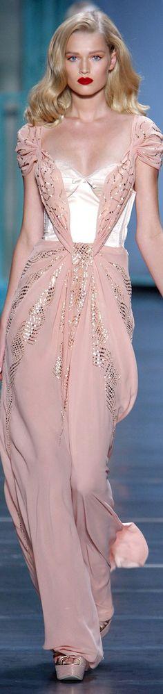 MODELO DE MUJER - A. IMAGEN - Christian Dior