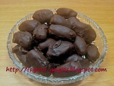 Σοκολατάκια με χουρμάδες και καρύδια Truffles, Sweet Treats, Oven, Food And Drink, Chocolate, Vegetables, Ethnic Recipes, Desserts, Cupcake