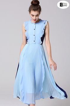 Pale blue and dark blue are stitched together, and the wooden ear edges of the upper body combine with the pleats of the lower body