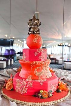 indian wedding cake take the top of and it wont be an indian cake anymore i love the colors Indian Cake, Indian Wedding Cakes, Big Fat Indian Wedding, Indian Weddings, Indian Henna, Indian Theme, Moroccan Wedding, Punjabi Wedding, Indian Style