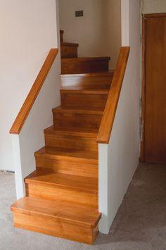 Escalera de madera giro U fabricada e instalada por Escalímetro LTDA