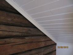 vitt tak och stockvägg naturell Hardwood Floors, Flooring, Stairs, Room, House, Inspiration, Tv, Summer, Home Decor