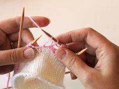 kukkaraita eli venäläinen pitsikukka Crochet Stitches, Knit Crochet, Knitting Socks, Minecraft, Crocheting, Knit Socks, Crochet, Chrochet, Cross Stitches