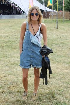 How To Wear Overalls Without Looking Like A Farmer - Summer Street Style Fashion Looks 2017 Fashion And Beauty Tips, Love Fashion, Fashion News, Style Fashion, Fashion Trends, Dungarees Outfits, Street Chic, Street Style, Gypsy