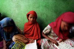 Young Biharis attend informal school. © UNHCR/G.M.B.Akash