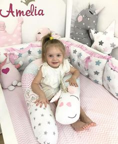 ¡ Hay un animal feroz en mi cuna ! | Bebeazul.top Toddler Floor Bed, Cot Bumper, Baby Pillows, Baby Room Decor, Diy Clothes, Baby Items, Cribs, Baby Gifts, Kids Rugs
