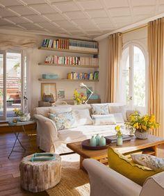 wohnzimmer einrichtung helle wandfarbe gelbe blaue akzente