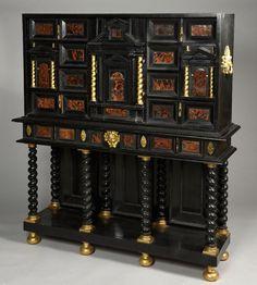 Cabinet en placage d'ébène et de poirier noirci. En partie du XVIIe siècle. Piètement du XIXe siècle. (restaurations). Wapler Mica - 17/04/2015