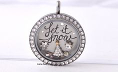 Origami Owl - Let it snow holiday plate. #LetItSnow plate is shown with the limited edition pave #christmastree and #snowflake crystal  Create your Origami Owl locket at lianesoer.origamiowl.com