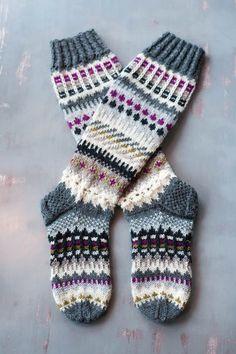 Knitting Help, Knitting Socks, Hand Knitting, Knitting Patterns, Crochet Cross, Knit Crochet, Diy Crafts Knitting, Cross Stitch Pattern Maker, Comfy Socks