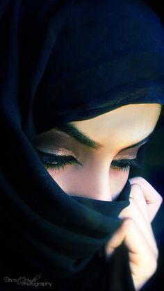 Ideas For Fashion Photography Poses Hijab Beautiful Hijab, Beautiful Eyes, Beautiful Muslim Women, Beau Hijab, Portrait Photography, Fashion Photography, Makeup Photography, Wedding Photography, Arabian Beauty