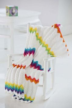 Check out these 10 modern crochet afghan patterns that are really interesting and gorgeous. Modern crochet afghan patterns can be in cool colors, with tassels. Diy Tricot Crochet, Crochet Crafts, Crochet Yarn, Easy Crochet, Free Crochet, Modern Crochet, Chevron Crochet, Rainbow Crochet, Crochet Projects