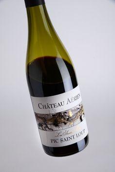 A boire ! Château Aérien, un pic-saint-loup pour les filles de l'air et les amateurs d'apesanteur. Et vous, vous buvez quoi ce week-end ? http://www.terredevins.com/une-bouteille-pour-le-week-end-16/