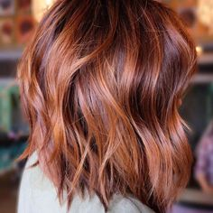 Balayage Lob, Auburn Balayage Copper, Red Hair With Balayage, Red Hair Lob, Copper Balayage Brunette, Copper Highlights On Brown Hair, Red Hair Cuts, Copper Ombre, Fall Highlights