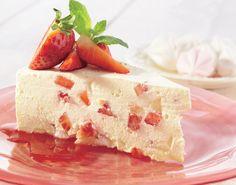Dårlig tid – eller bare lyst på en kake i rekordfart? Prøv denne jordbærkaken med marengs, friske jordbær og pisket krem med crème fraîche.