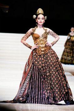 Modern Kebaya and batik by Anne Avantie