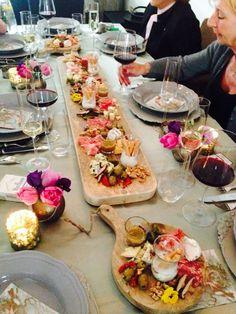 Serveer plank, in elke afmeting en uitvoering @ Goedgevonden Party Food And Drinks, Snacks Für Party, Good Food, Yummy Food, Food Platters, Appetisers, Food Presentation, High Tea, Finger Foods