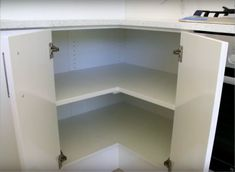Corner cabinet, problems, and solutions. Kitchen Corner Cupboard, Corner Base Cabinet, Kitchen Base Cabinets, Kitchen Cupboard Designs, Kitchen Cabinet Storage, Kitchen Bar Design, Kitchen Layout, Home Decor Kitchen, Interior Design Kitchen