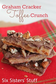 Graham Cracker Toffee Crunch Bars | Six Sister's Stuff | This graham cracker toffee is so delicious and only 5 ingredients.