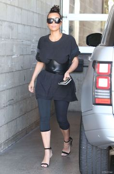 Les soeurs Kim et Khloe Kardashian à la sortie des studios Milk à Hollywood. Khloe porte une robe très moulante sans soutien gorge! Le 19 juillet 2016