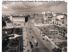 La Plaza de España durante la construcción del Edificio España. Falta hasta la Torre de Madrid
