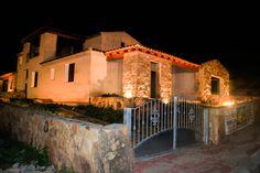 Villetta trilocale con illuminazione esterna  Per dettagli   http://www.orizzontecasasardegna.com/dpaweb/scheda.asp?ID_Offerta=01VE135  #budoni #sardegna #immobiliare