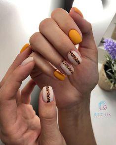 Semi-permanent varnish, false nails, patches: which manicure to choose? - My Nails Yellow Nails Design, Yellow Nail Art, Love Nails, Fun Nails, Pretty Nails, Minimalist Nails, Fall Acrylic Nails, Manicure E Pedicure, Fall Nail Designs