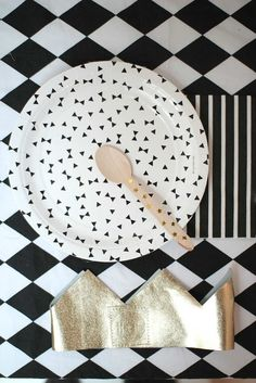Classic and stylish black and white party décor | 10 Monochrome Party Ideas - Tinyme Blog
