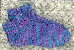 Ravelry: Cascade Fixation Ankle socks pattern by Cristi H. Knitting Videos, Knitting Socks, Knitting Projects, Hand Knitting, Knit Socks, Knitting Patterns Free, Knit Patterns, Free Pattern, Crocheting Patterns