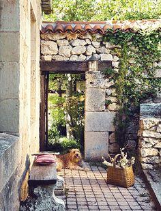 Rustic stone house in Spain | Design by Mikel Larrinaga via El Mueble