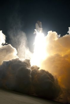 Awesome - Space Shuttle pushes through the clouds. Beautiful Places, Beautiful Pictures, To Infinity And Beyond, Sky And Clouds, Space Shuttle, Sculpture, Looks Cool, Science Nature, Wonders Of The World