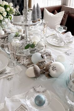 Winter, Christmas and New Years tablesetting. Decorated in white and light blue, giving it a feeling of a icy winter. Accompanied by white roses. For more pictures and inspiration, please visit my interior blog: http://anettewillemine.com/
