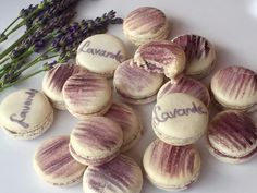 Levendulás macaron recept - Macaron-sziget, francia macaron alapanyagok, macaron tanfolyamok Sweets, Cookies, Baking, Vegetables, Food, Pergola, Pizza, France, Lavender