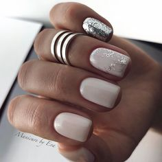 The advantage of the gel is that it allows you to enjoy your French manicure for a long time. There are four different ways to make a French manicure on gel nails. Nail Colors For Pale Skin, Gel Nail Colors, Nail Colour, Diy Nails, Cute Nails, Pretty Nails, Nail Nail, Perfect Nails, Gorgeous Nails