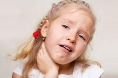 ***¿Cómo aliviar el dolor de garganta?*** El dolor de garganta es muy común en épocas de frío, por lo que el primer paso será tratar de no exponerla a los cambios de temperatura. Veamos algunas recomendaciones para aliviar el dolor.....SIGUE LEYENDO EN..... http://comohacerpara.com/aliviar-el-dolor-de-garganta_1875a.html