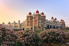 Mysore Palace stands out for its grand architecture and is a prime tourist attraction. Day Trips From Bangalore, Cool Places To Visit, Places To Go, Mysore Palace, Travel Photographie, Indian Architecture, Ancient Architecture, Colonial Architecture, India Tour