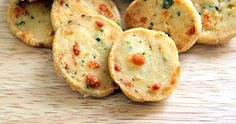 Fleur d'oranger, Masala & Co.: Moroccan savoury biscuit Cheese, onion and parsley fekkas Savoury Biscuits, Savory Pastry, Biscuit Cookies, Biscuit Recipe, Appetizers For Party, Appetizer Recipes, Morrocan Food, Shortbread Recipes, Savory Snacks