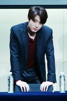 Jungkook (Jeon Jung-kook) Oh Dios, esa mirada; Foto Jungkook, Foto Bts, Jungkook Oppa, Bts Bangtan Boy, Bts Predebut, Jung Kook, Busan, Jikook, Playboy