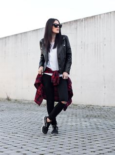 OUTFIT | BLACK RIPPED JEANS