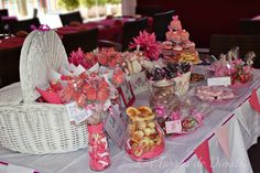 Mesa Dulce para Lucía Chocolate, Table Decorations, Home Decor, Candy Buffet, Candy Stations, Mesas, Homemade Home Decor, Schokolade, Chocolates
