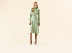 http://www.gucci.com/images/ecommerce/styles_new/201305/web_look_zoomout/us_cr15_mn_wrtw_13_002_web_look_zoomout.jpg